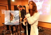 Tove Lo chante « Habits (Stay High) » en live