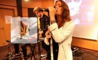 Tove Lo chante « Habits (Stay High) » en live