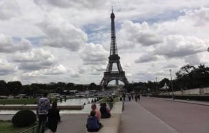 Lien permanent vers Rencontre avec les madmoiZelles touristes à la tour Eiffel
