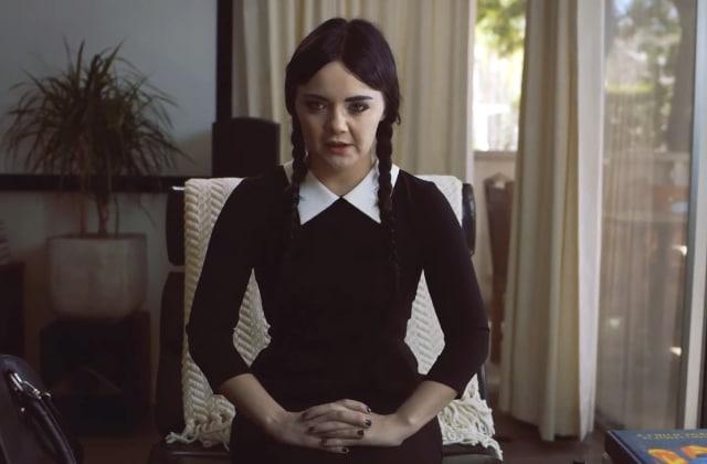 Mercredi Addams, une actrice adulte la joue dans une web-série