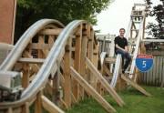 Lien permanent vers Un roller coaster fait-maison dans un jardin