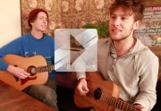 Lien permanent vers SAmBA De La mUERTE chante « For My Friends » en acoustique