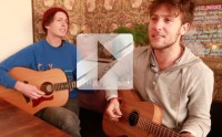 SAmBA De La mUERTE chante « For My Friends » en acoustique