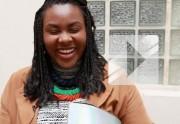 Yseult, finaliste de la Nouvelle Star, en Street Style