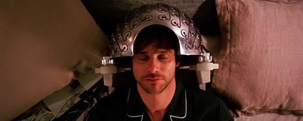 Jim Carrey s'assoupit pour effacer ses souvenirs dans Eternal Sunshine of the Spotless Mind