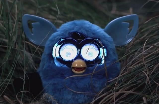 Fury, le trailer avec des Furby en face de Brad Pitt & co.
