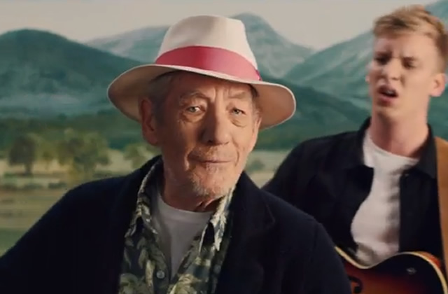 Ian McKellen et George Ezra en duo dans le clip de « Listen to the man »
