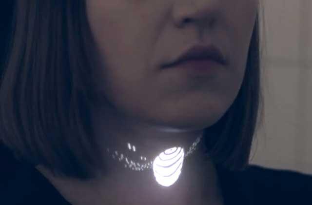 Le bijou holographique par PanGenerator, un WTF mode venu du futur