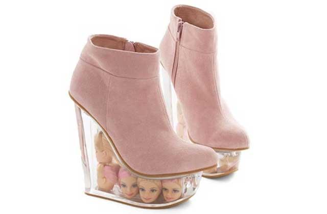 Les boots décorées de têtes de Barbies de ModCloth – WTF Mode