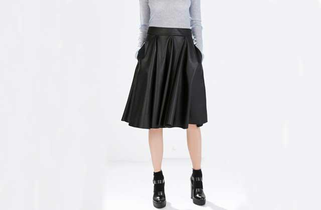 Trois façons de porter la jupe mi-longue en hiver (sans se geler le fessier)