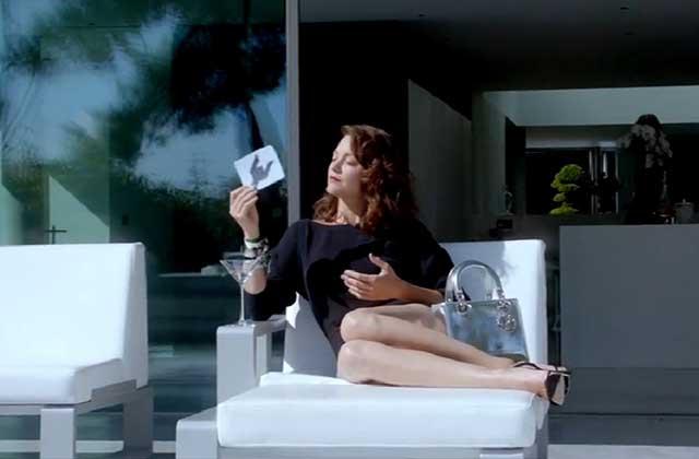 Dans « Snapshot In L.A. », Marion Cotillard chante et danse pour Lady Dior