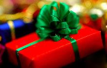 Tuto — Emballer un cadeau en trente secondes