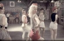 «Better Than Yesterday », le nouveau clip d'HollySiz, lui fait remonter le temps