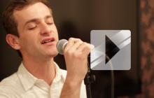 Josef Salvat reprend « Diamonds » de Rihanna en live
