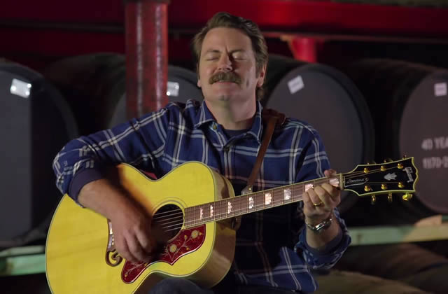 Nick Offerman chante une ode au whisky