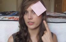 Rikki Poynter, youtubeuse malentendante, liste les choses à ne pas dire aux sourds