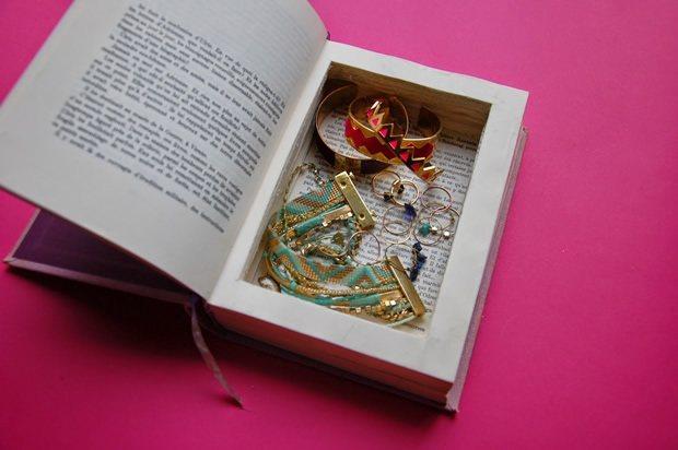 Bo te bijoux diy avec un livre for Decoration boite a bijoux