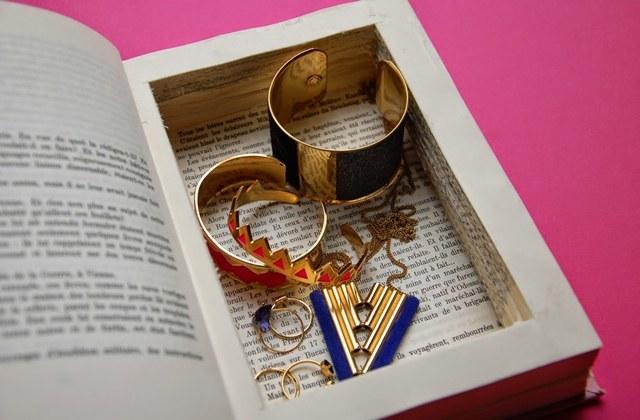 fabriquer une boite a bijoux en carton maison design. Black Bedroom Furniture Sets. Home Design Ideas