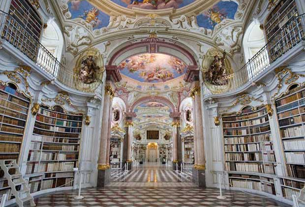 La Bibliothèque De La Belle Et La Bête En Vrai