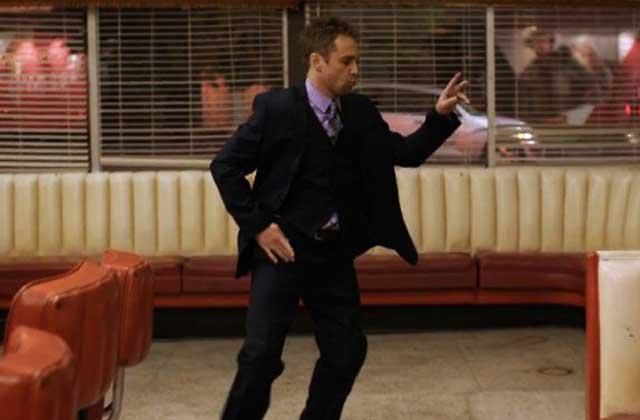 Sam Rockwell danse (comme un dieu) dans le nouveau clip de Flight Facilities