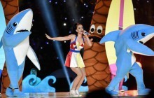 Katy Perry au Super Bowl 2015 (avec des requins) (et Missy Elliott)