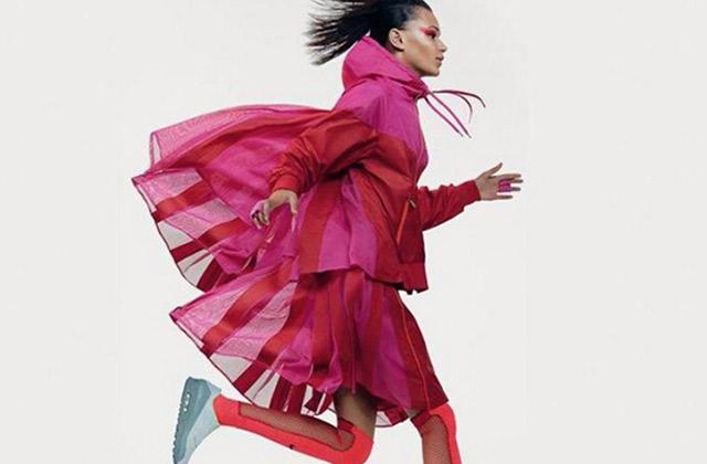 Nike collabore avec Sacai pour une collection d'imperméables décalés