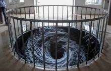 Un tourbillon perpétuel d'eau noire, une œuvre fascinante