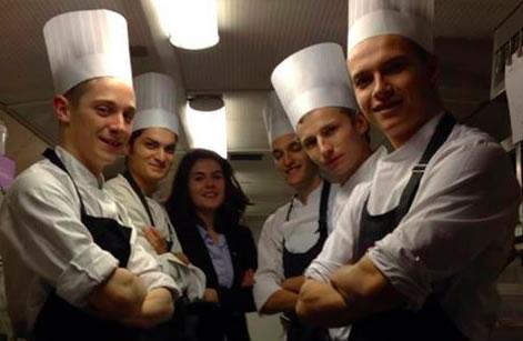 auparager-equipe-etudiants-cuisine