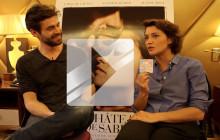 Emma de Caunes et Yannick Renier racontent « Les Châteaux de sable » en interview vidéo