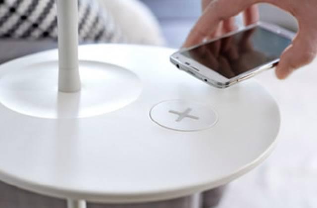 Les meubles IKEA rechargent ton smartphone… sans fil!