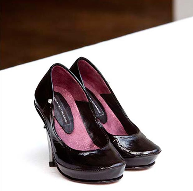 vernis-noir-hsia-fei-chang-talons-noir-chaussures