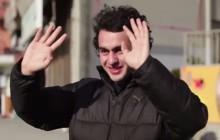 Un quartier entier apprend la langue des signes pour faire une surprise à leur voisin