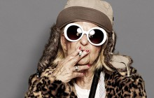 Baddie Winkle, 86 ans, pose comme une rock star