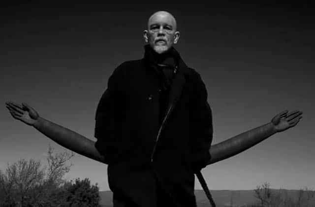 AaRon sort le clip de «Blouson noir» (après le teaser à base de John Malkovich)