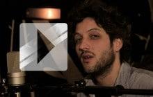 Le Noiseur interprète « 24×36 » en acoustique guitare-piano