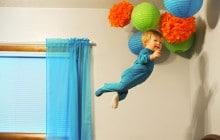 Un petit garçon trisomique vole dans les airs grâce à son père photographe
