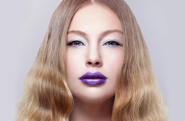 Le rouge à lèvres violet — Comment le choisir et le porter
