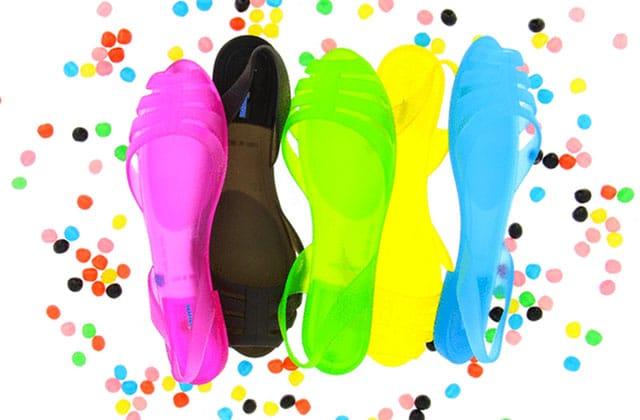 André et Dragibus sortent une collection de sandales en plastique colorées pour l'été 2015
