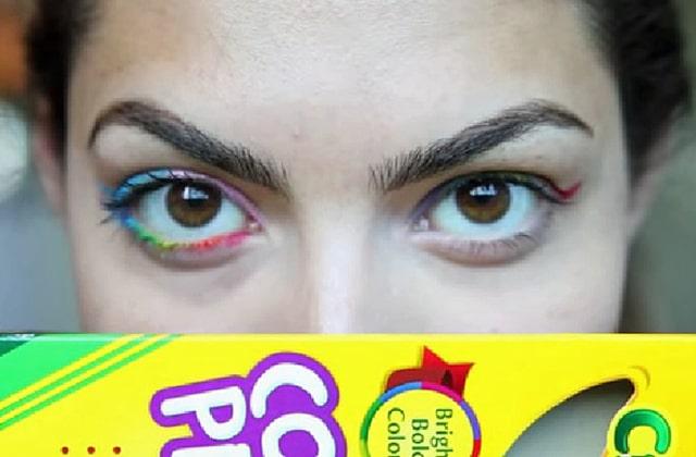 Utiliser ses crayons de couleur comme eye-liners… Le WTF beauté risqué !