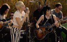Miley Cyrus en duo avec Joan Jett pour Happy Hippie, sa fondation pour les LGBT