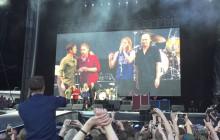 Le chanteur des Foo Fighters termine son concert avec un plâtre