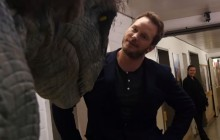 Chris Pratt piégé par deux dinosaures