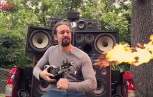 Le ukulélé lance-flammes façon «Mad Max 4 : Fury Road»