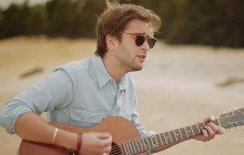 Exclu madmoiZelle — French Tobacco chante «On my knees» en acoustique