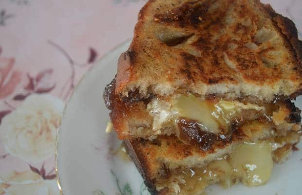grilled cheese camembert figues calvados