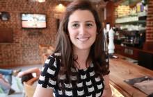 Sophie, coiffeuse, parle de son parcours et présente des tutos coiffure