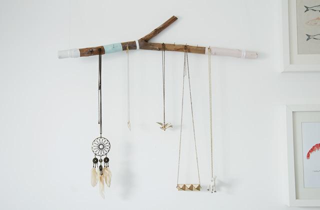 DIY – Fabrique un porte-bijoux avec une branche !