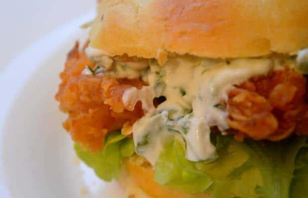 burger au poulet croustillant avec du piment vert recette volcanique burgerweek. Black Bedroom Furniture Sets. Home Design Ideas