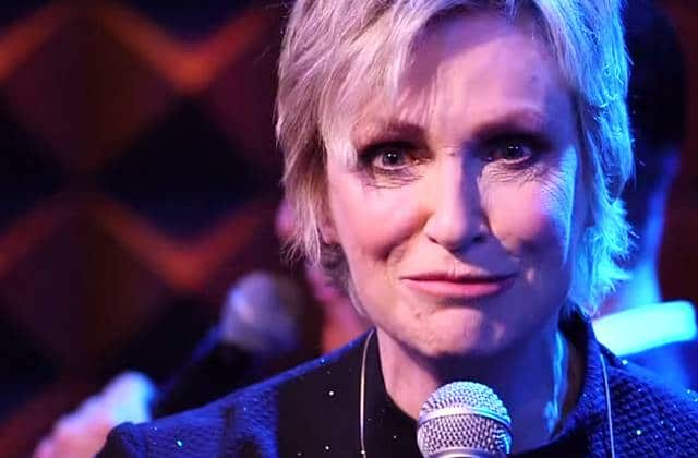 Jane Lynch (Glee) reprend « Anaconda » de Nicki Minaj façon cabaret