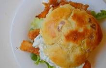 Burger au poulet croustillant avec du piment vert — Recette volcanique #BurgerWeek